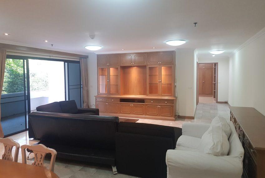 Large condo for rent 3 bedrooms low floor Prestige Towers - living