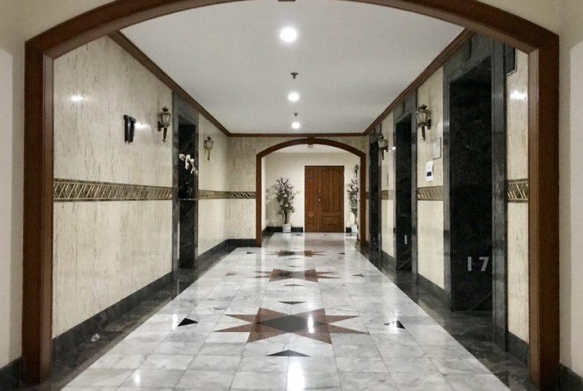 Las Colinas Condominium in Asoke - lobby