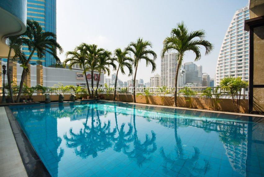 Las Colinas Condominium in Asoke - swimming pool