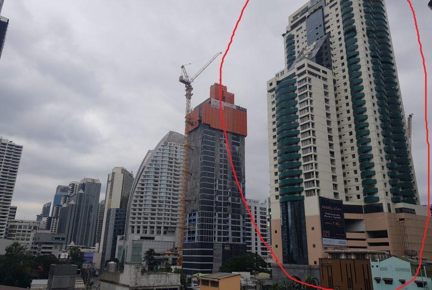 Las Colinas condominium near BTS Asoke