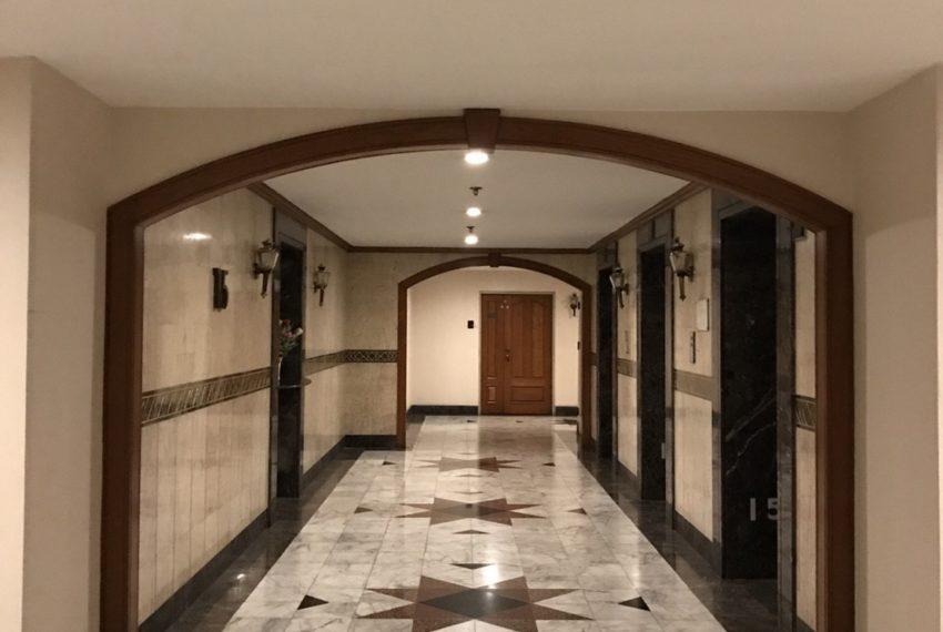 Las Colinas condominium near BTS Asoke and MRT Sukhumvit - elevator