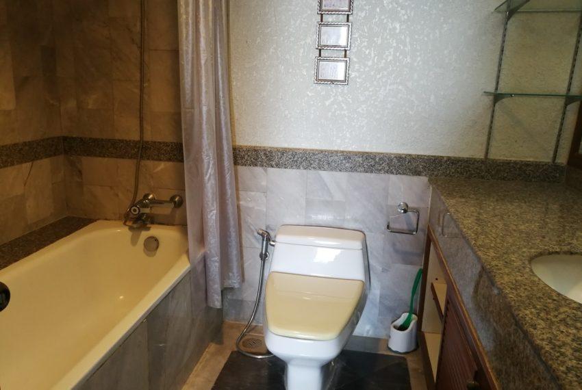 Lascolinas_2b2b_bathroom1