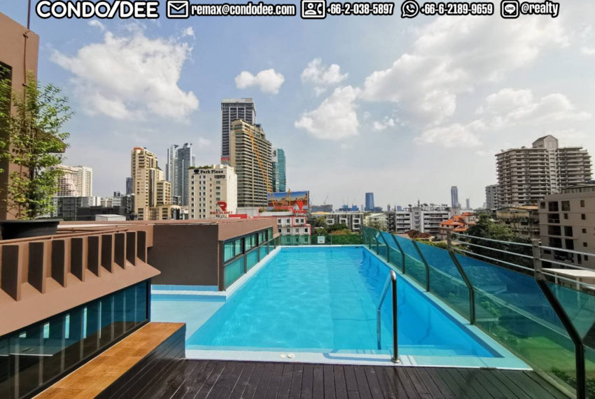 Le Cote Sukhumvit 14 condominium - infinity pool