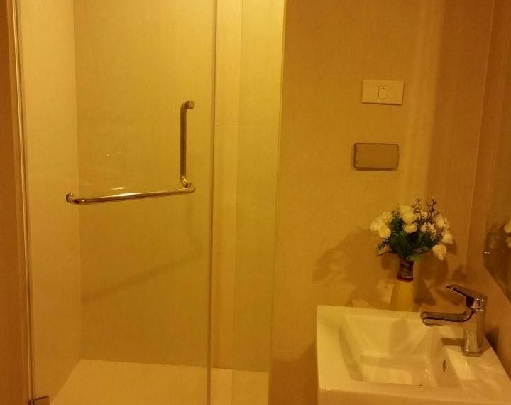 Le Luk Condominium near Phra Khanong BTS - 1bedroom-Sale - High Floor - bathroom