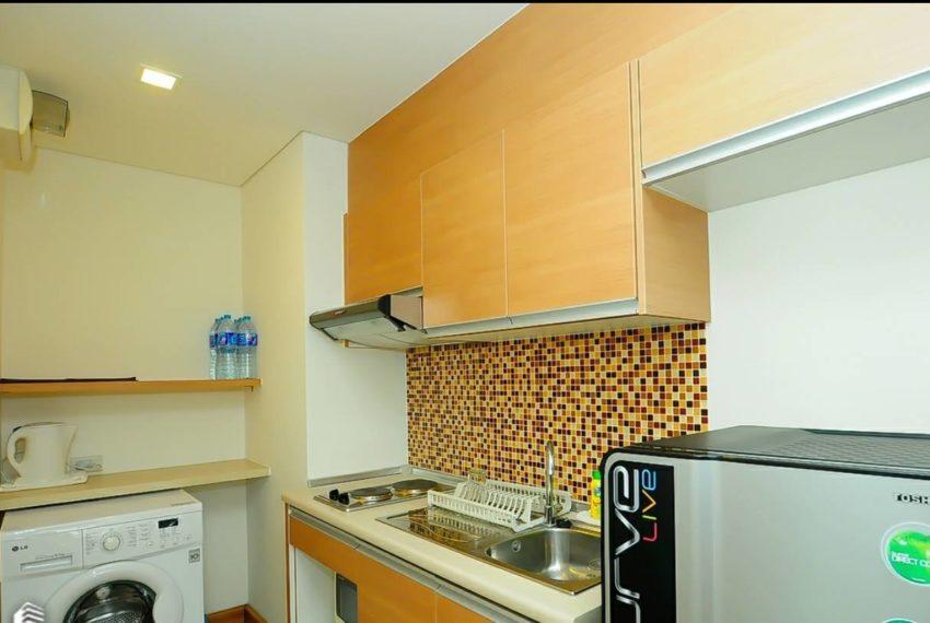 Le Luk Condominium near Phra Khanong BTS - 1bedroom-Sale - High Floor - kitchen