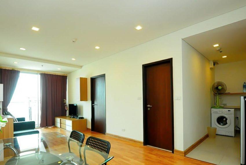 Le Luk Condominium near Phra Khanong BTS - 1bedroom-Sale - High Floor - living area