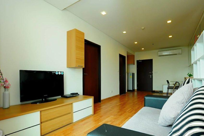 Le Luk Condominium near Phra Khanong BTS - 1bedroom-Sale - High Floor - living room