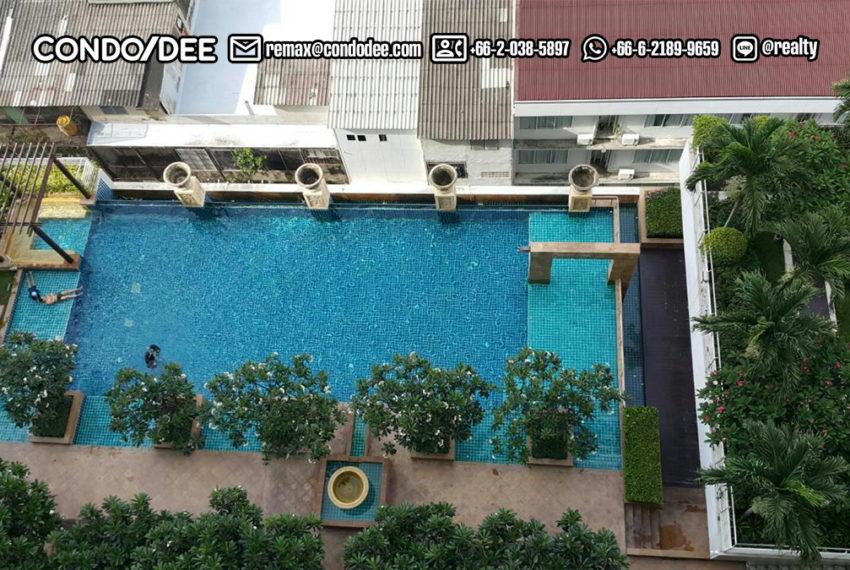 Le Luk Condominium near Phra Khanong BTS - garden