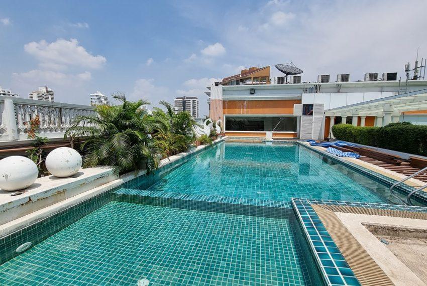 Le Nice Ekamai - rooftop pool