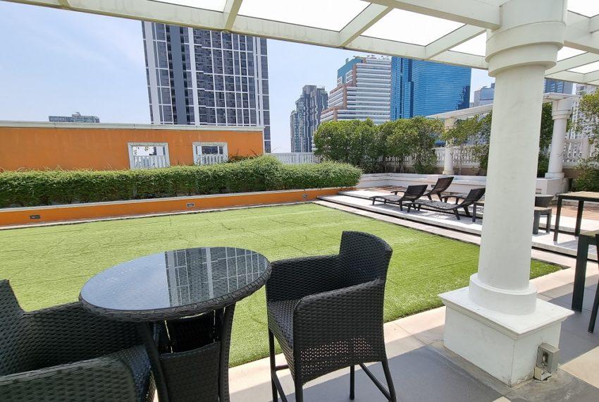 Le Nice Ekamai - rooftop relax area
