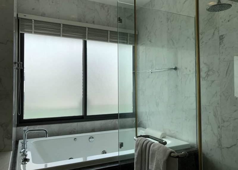Le Raffine Jambu Dvipa Sukhumvit 39 - 2bed-3bath-2working - sale - toilet