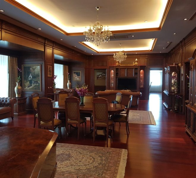 Le Raffine Jambunuda Sukhumvit 31 Sale Luxury Condominium with Private Pool - living room