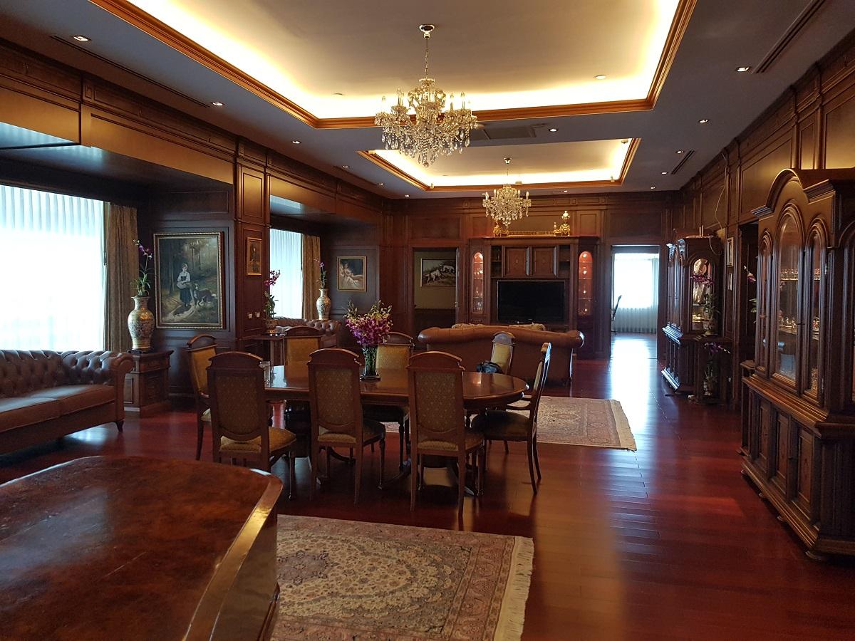 Super Luxury Sukhumvit Condo for Sale in Le Raffine Jambunuda Sukhumvit 31