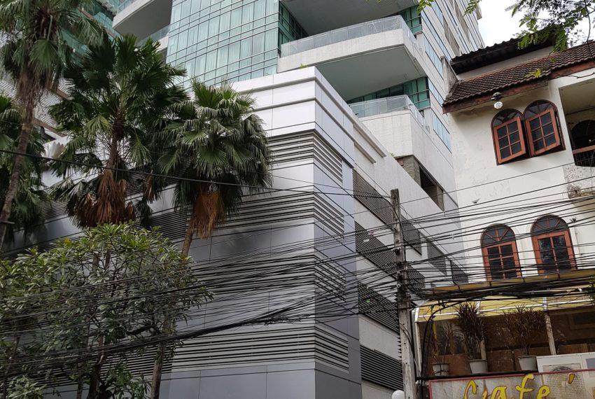 Le Raffine Jambunuda Sukhumvit 31 - building