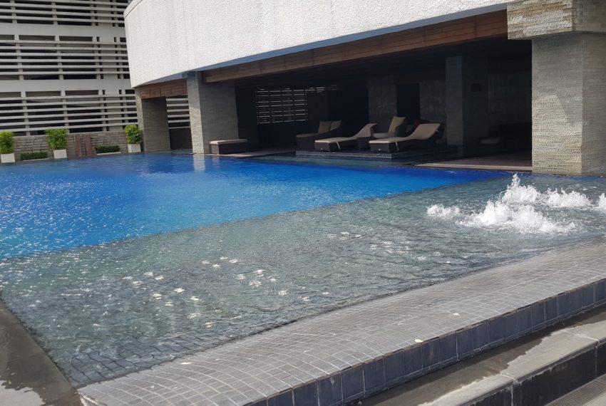 Le Raffine Jambunuda Sukhumvit 31 - swimming pool
