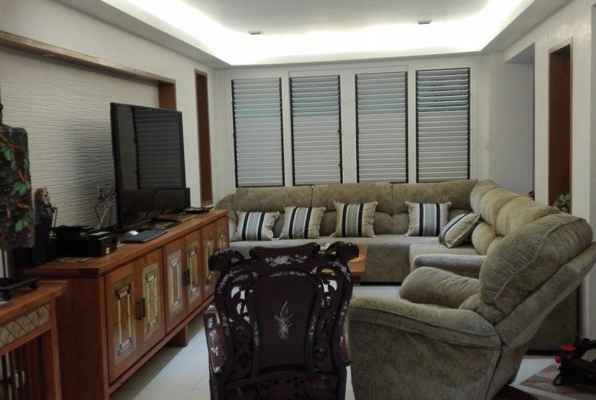 Leo House SK 22-living rrom-Sale