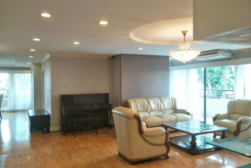 Liberty Park1-sale-living room2