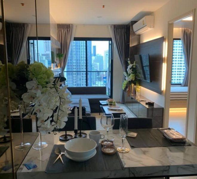 A condo for rent in Asoke near Makkasan Airport Rail Link - 2 bedroom - high-floor - Life Asoke
