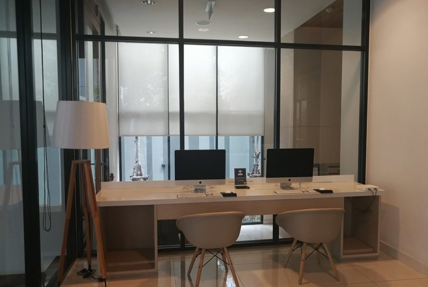 Liv@49 Thong Lo - meeting room
