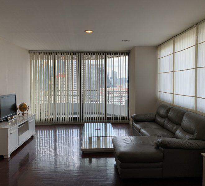A cheap large condo for sale near BTS Asoke - 2 bedroom - high floor - Lake Avenue