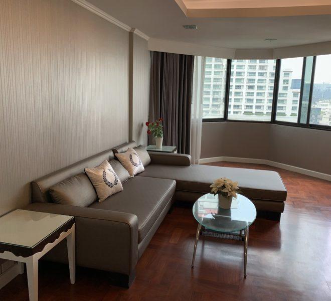 Rent large condo near BTS Asoke - 1-bedroom - recently renovated - low floor - Lake Avenue condominium