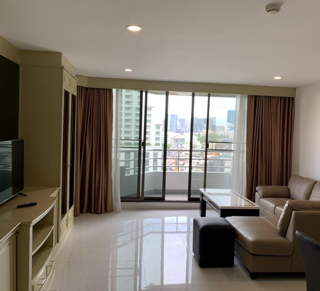 A cheap large apartment for sale near BTS Asoke - 1 bedroom - low-floor - Lake Avenue Condominium - Price Reduced