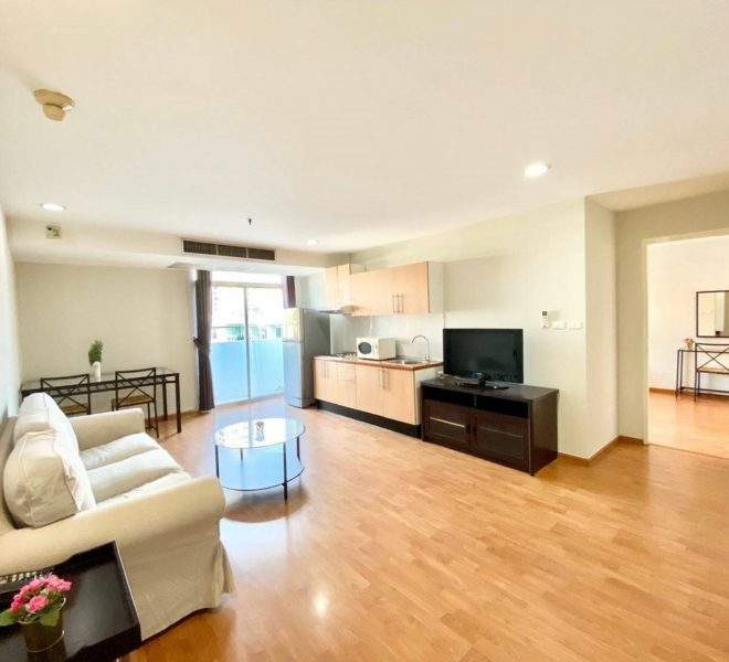 A pet-friendly flat for rent near BTS Phrom Phong - 2 bedroom - low floor - Waterford Diamond