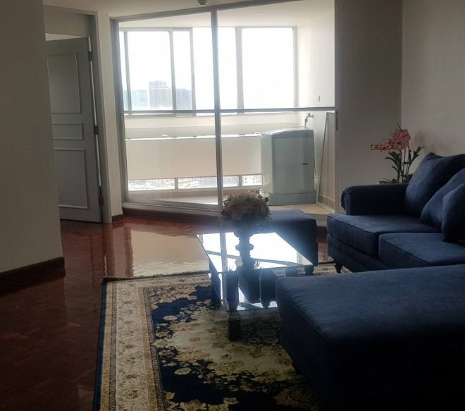 Large room and kitchen condo for rent in Ekkamai - 1-bedroom - high floor - Tai Ping Towers