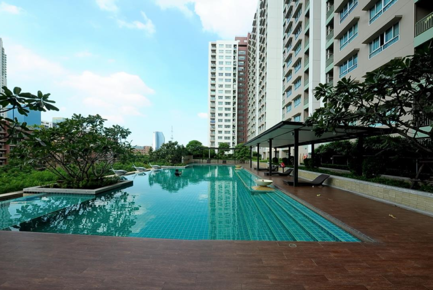 Lumpini Place Rama 9 Ratchada - swimming area