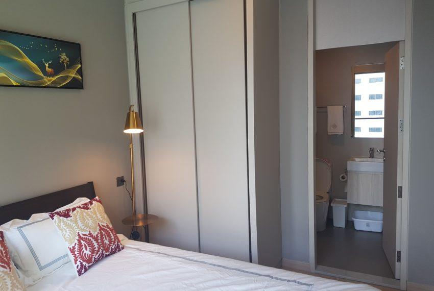 Lumpini Suite Phetchaburi-Makkasan 1-bedroom sale - bedroom and bathroom