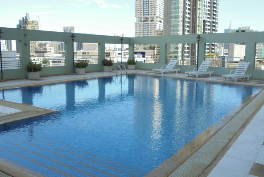 Lumpini-Suite-Sukhumvit-41-Swiming Pool