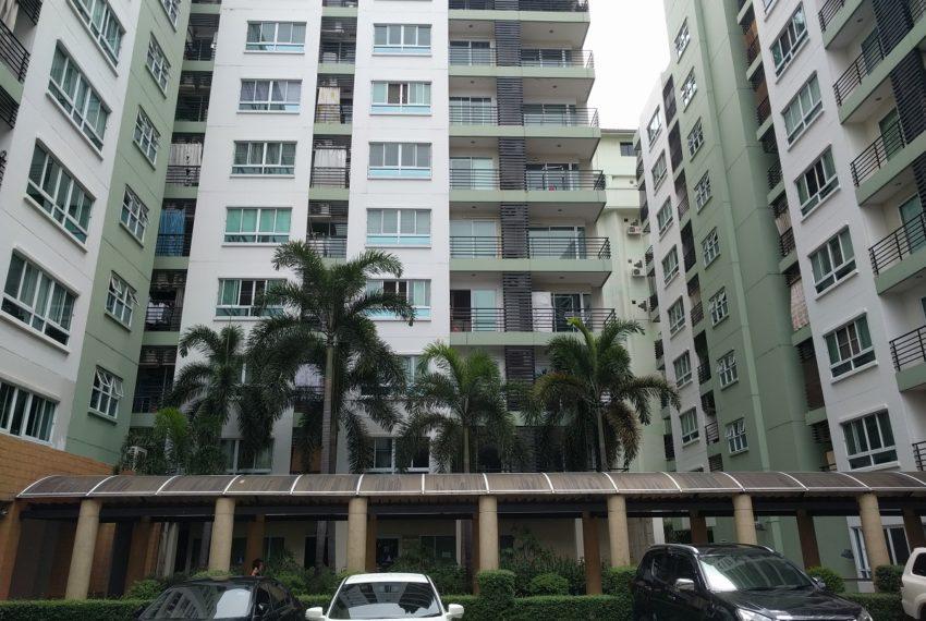 Lumpini Suite Sukhumvit 41 building parking - Copy