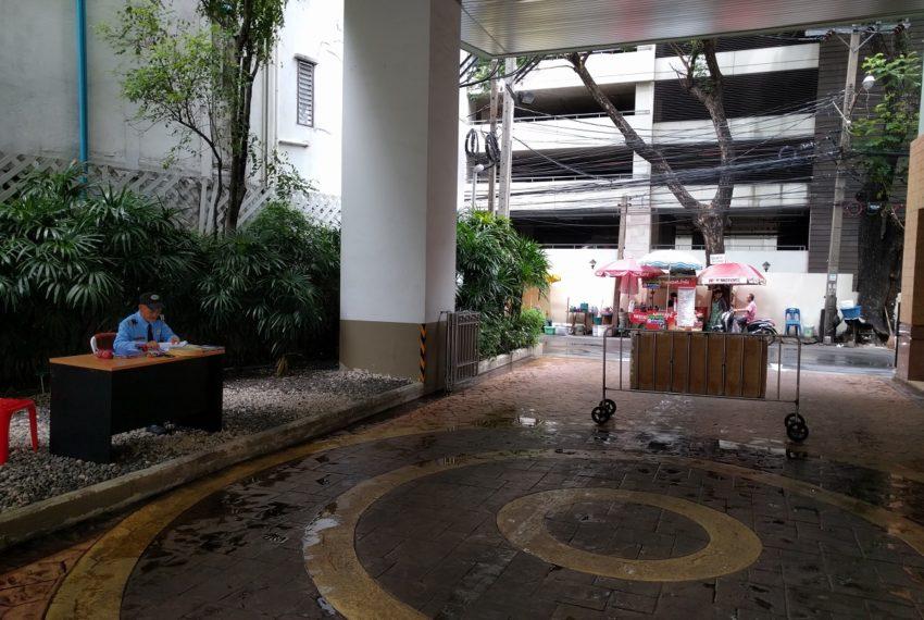 Lumpini Suite Sukhumvit 41 lobby2 - Copy