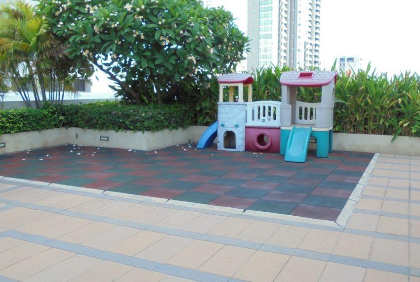 Lumpini Suite Sukhumvit 41 playground - Copy