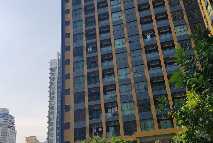 Lumpini Suites Phetchaburi Makkasan - pool view building