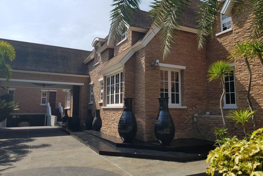 Luxury House-Resort-Sukhumvit-71-sale-rent-entrance