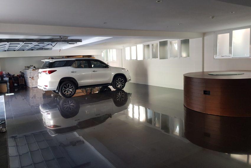 Luxury House-Resort-Sukhumvit-71-sale-rent-garage