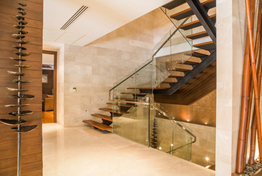Luxury House-Resort-Sukhumvit-71-sale-rent-stairs