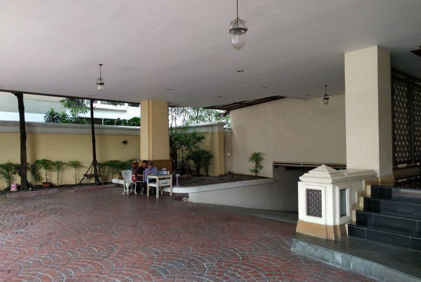 Maison de Siam entrance security