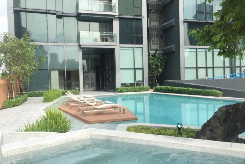 Marque Sukhumvit condominium - garden