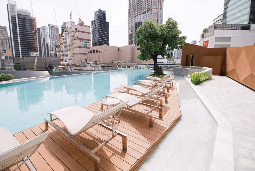 Marque Sukhumvit condominium - pool area