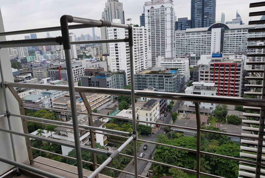 Master Centrium 2-bedroom duplex at Asoke for sale - 1st balcony