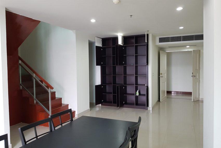 Master Centrium 2-bedroom duplex at Asoke for sale - 1st floor