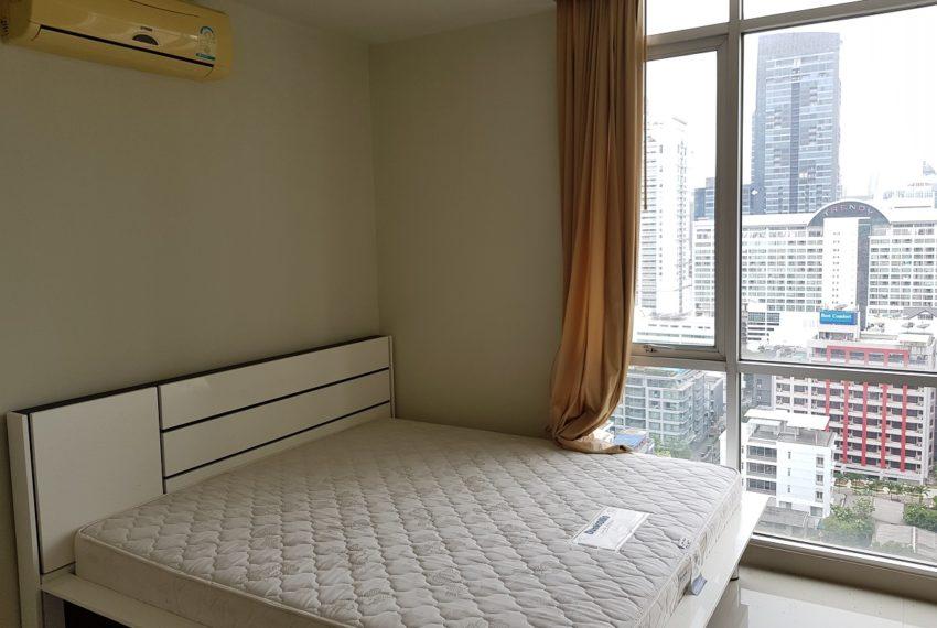 Master Centrium 2-bedroom duplex at Asoke for sale - bed