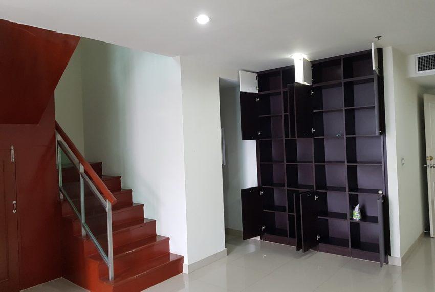 Master Centrium 2-bedroom duplex at Asoke for sale - living