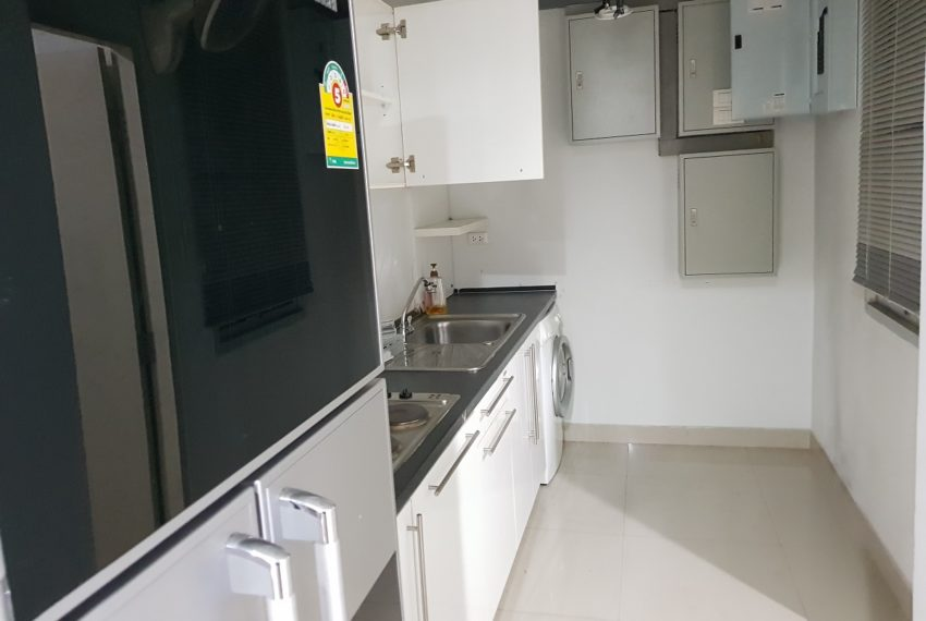 Master Centrium 2-bedroom duplex at Asoke for sale - separated kitchen