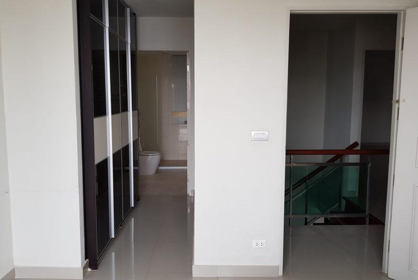 Master Centrium 2-bedroom duplex at Asoke for sale - wardrope