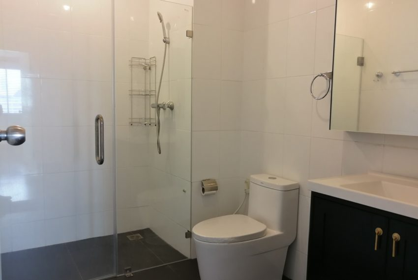 MasterCentrium-2b2b-bathroom2