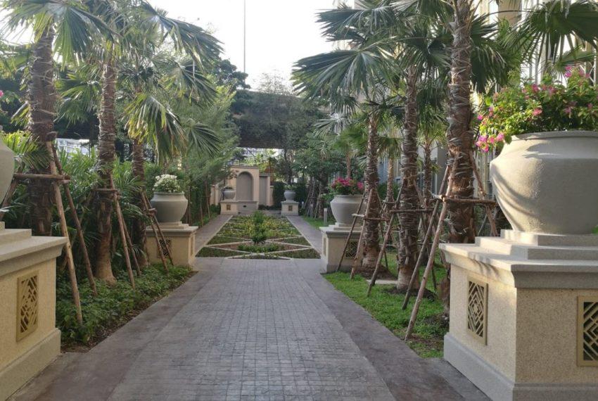 Mayfair Place Sukhumvit 50 condo - garden