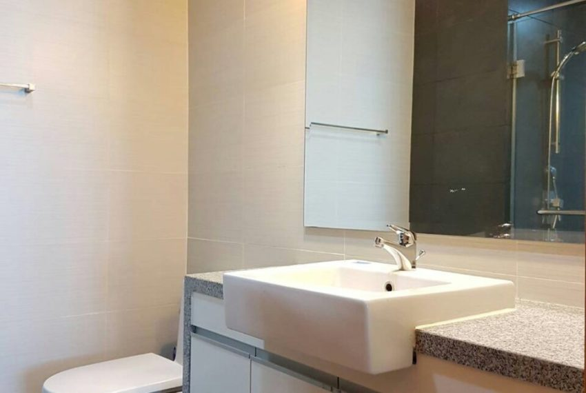 Millennium Residence 2 bedrooms high floor rent - toilet